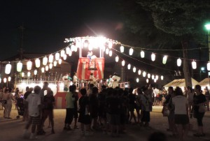 盆踊りの様子(塚越)